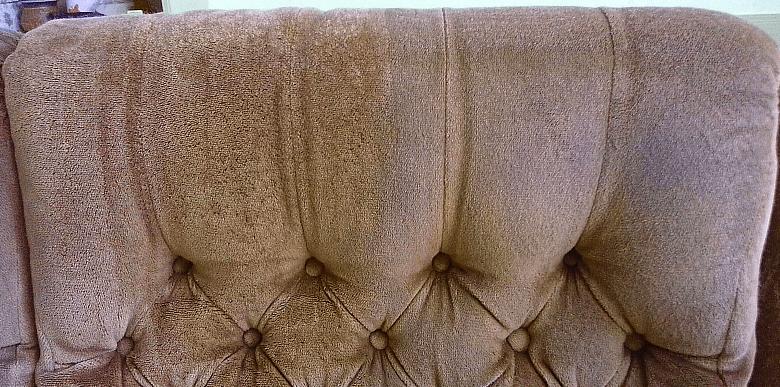Čištění sedačky | Pernštejnské Jestřabí - vlevo po vyčištění, vpravo původní stav
