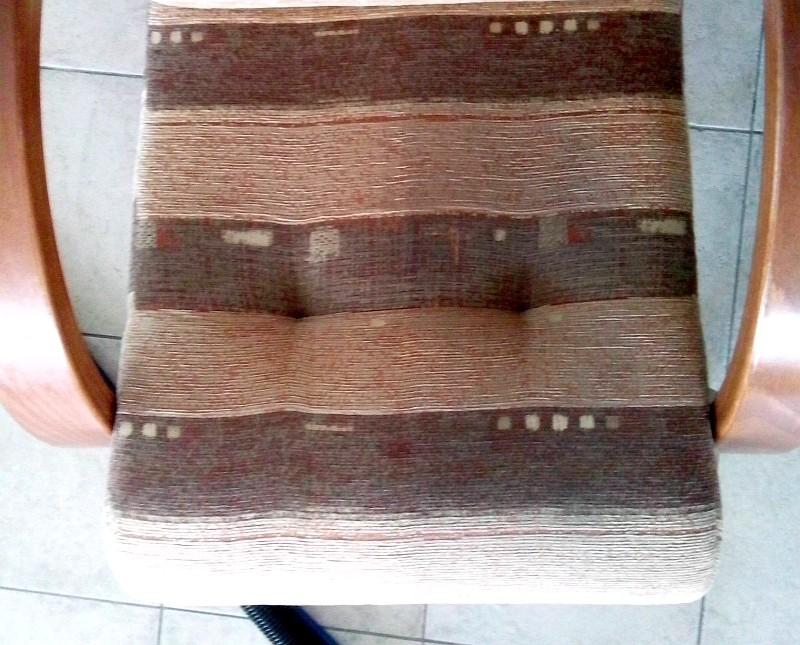 Čištění křesla a dvojkřesla | Boskovice - vlevo po vyčištění, vpravo původní stav