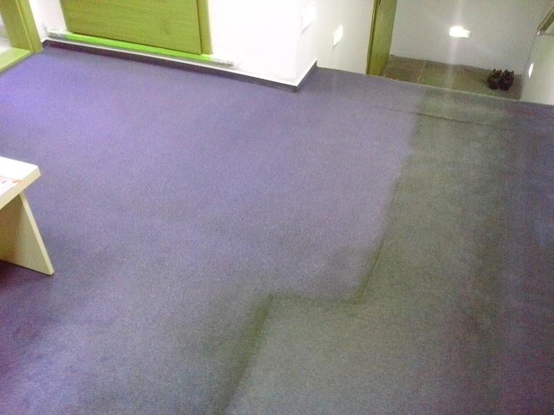 Čištění koberce | Drásov - vlevo po vyčištění, vpravo původní stav